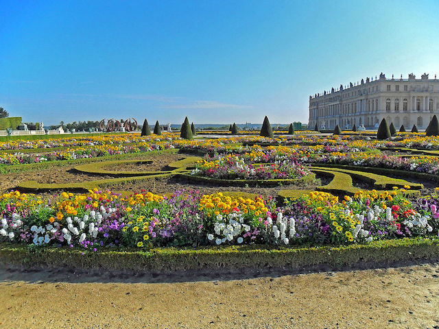 Garden_facade_of_the_Palace_of_Versailles